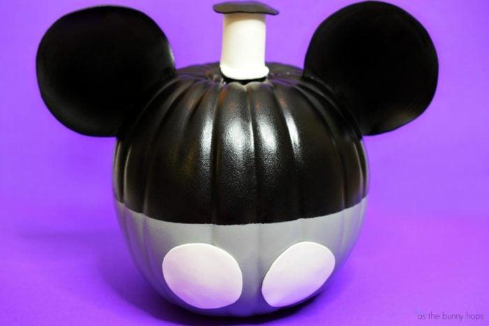 Mickey-Steamboat-Willie-Pumpkin-700x467