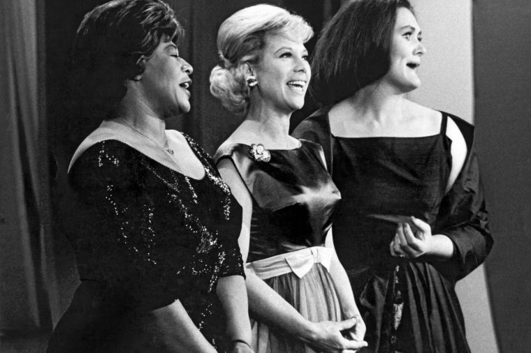 VARIOUS New York, New York: 1963. L-R: Ella Fitzgerald, Dinah Shore, Joan Sutherland perform on the Dinah Shore Chevy Show,