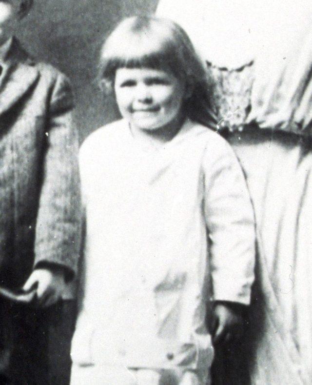 VARIOUS FILM STILLS OF 1913, BABY/YOUTH (AS THEY WERE), JOHN E REAGAN, NEIL REAGAN, NELLIE REAGAN, RONALD REAGAN, FAMILY PORTRAIT, CHILDREN, CUTE, KID, STUDIO IN 1913
