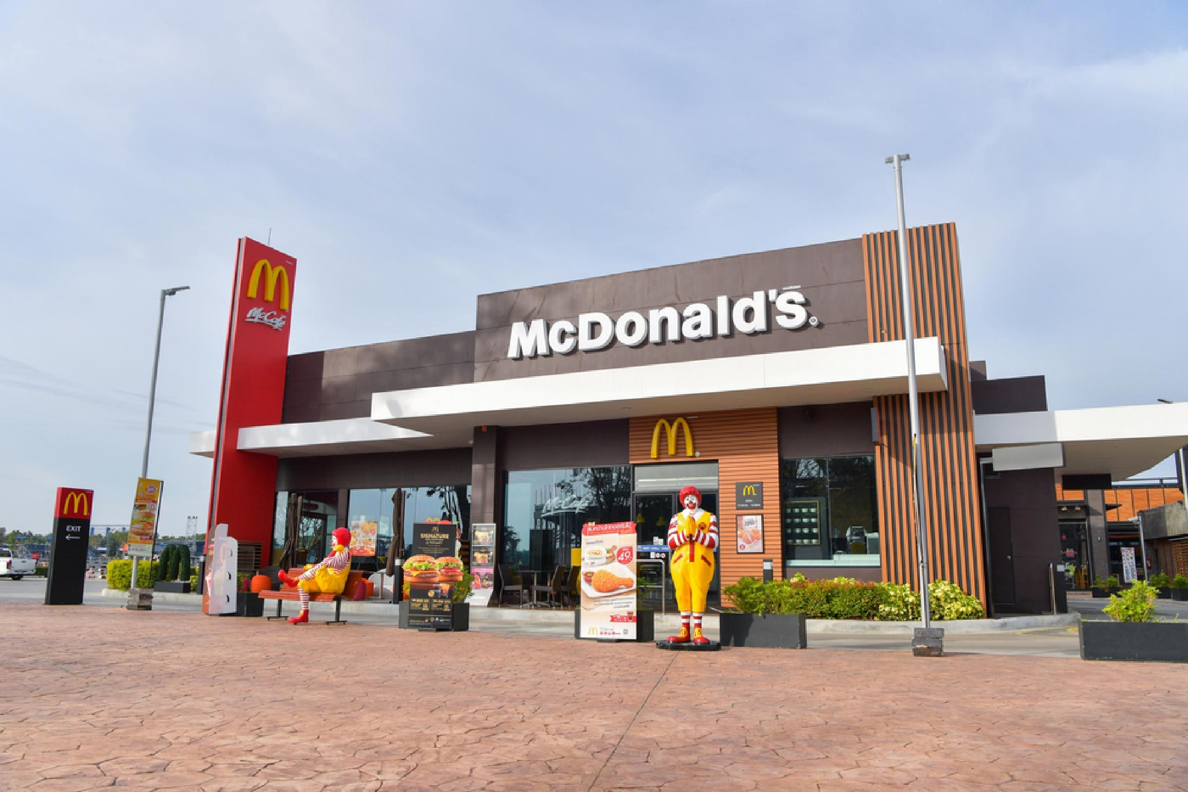 Why Burger King Is No Longer Mcdonald S Biggest Competitor Reader S Digest