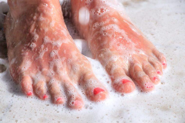Feeit in the shower with shower gel foam