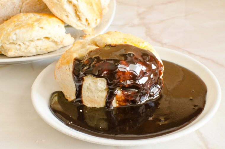 Scones with chocolate gravy