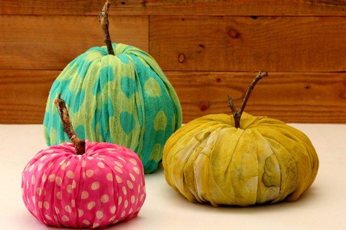 toilet-paper-DIY-pumpkin-apieceofrainbow-1
