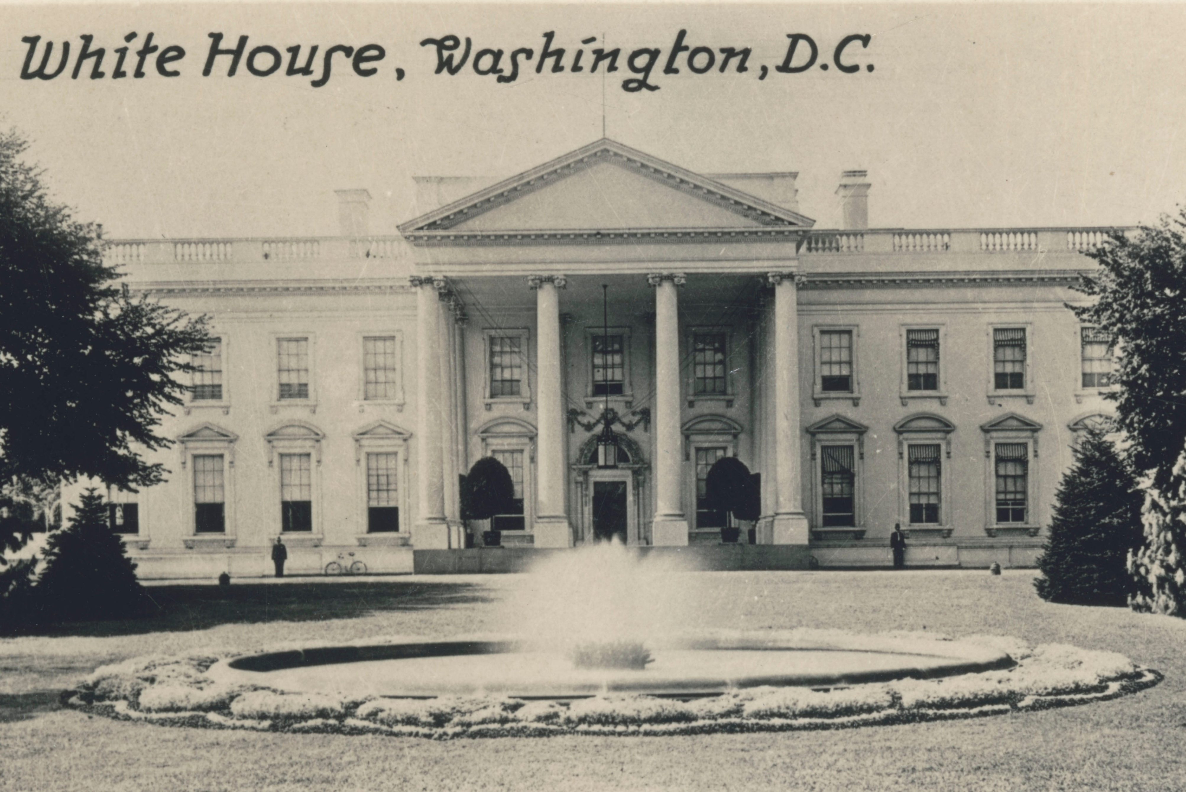 Mandatory Credit: Photo by Historia/Shutterstock (9856272a) Washington Dc Usa - the White House. Souvenir Pack Miniature Collectors Photographic Cards Washington Dc, Usa - the White House