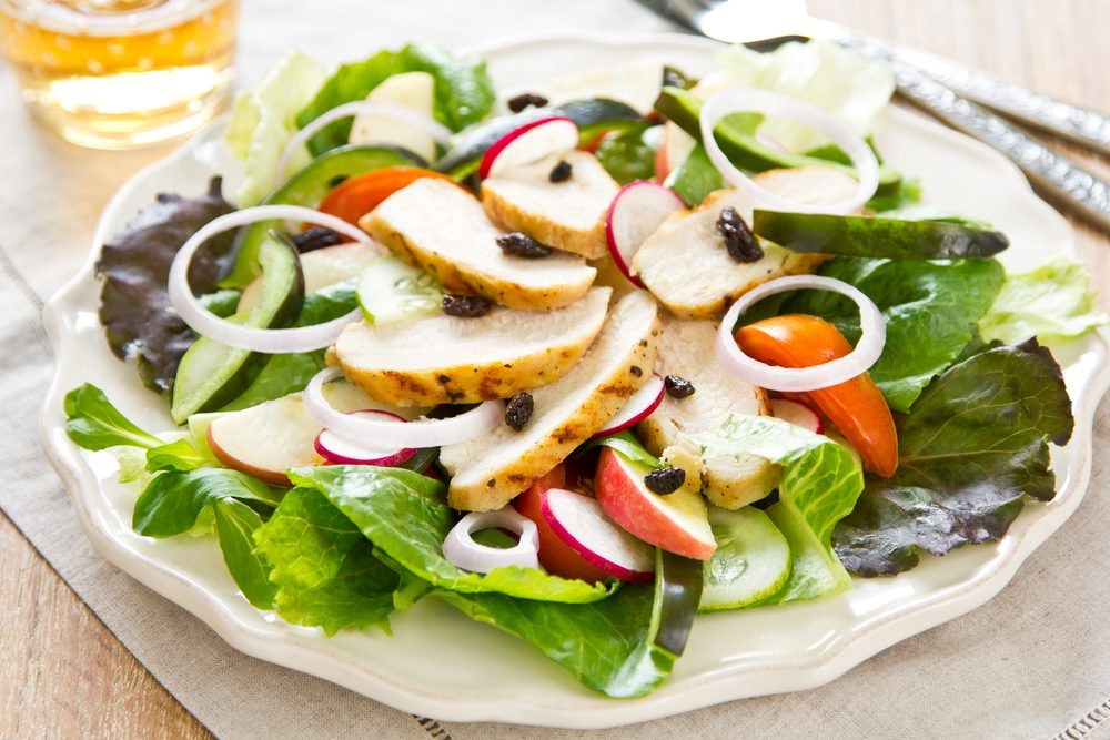 Grilled chicken salad with apple