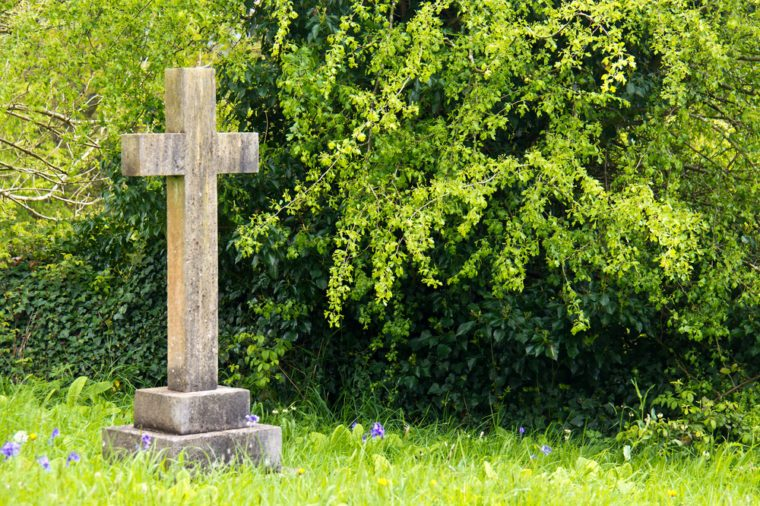 Single cross headstone in graveyard