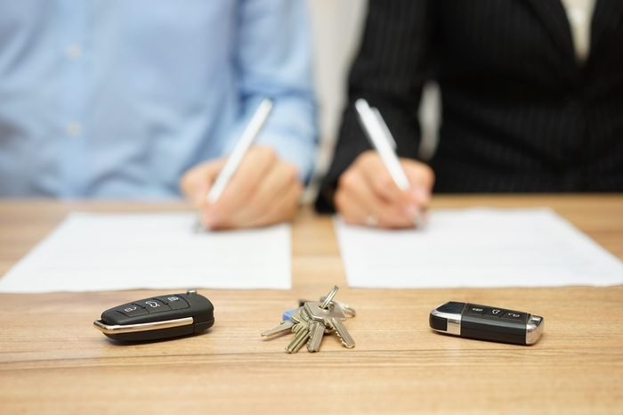 Husband and wife are signing divorce settlement,focus on keys