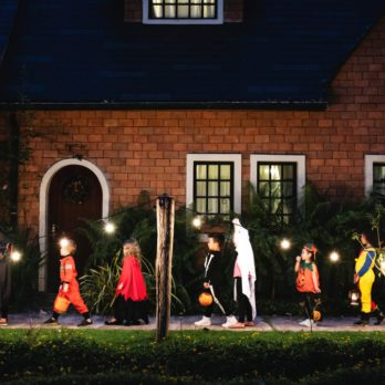 10 Trick-or-Treating Safety Tips