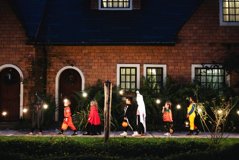 Halloween Safety Tips for Trick-or-Treating Fun   Reader's ...
