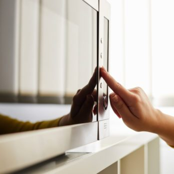 Why Professional Chefs Never Touch the Defrost Button on Microwaves