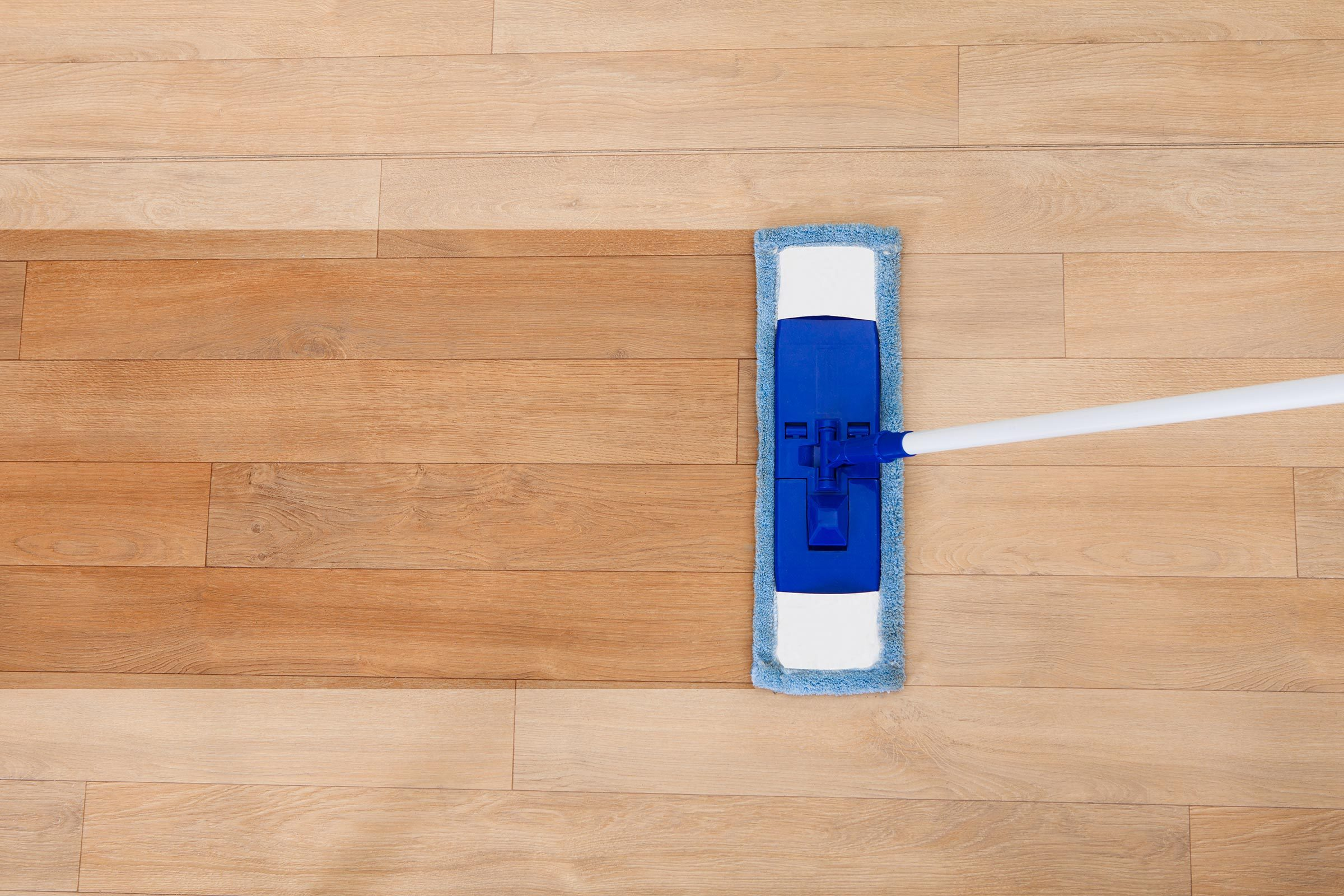 How To Clean Vinyl Floors 11 Tricks You Need Know Reader S