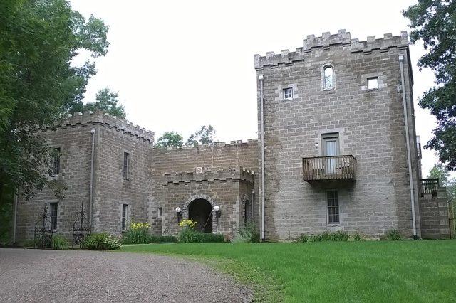 ravenwood-castle
