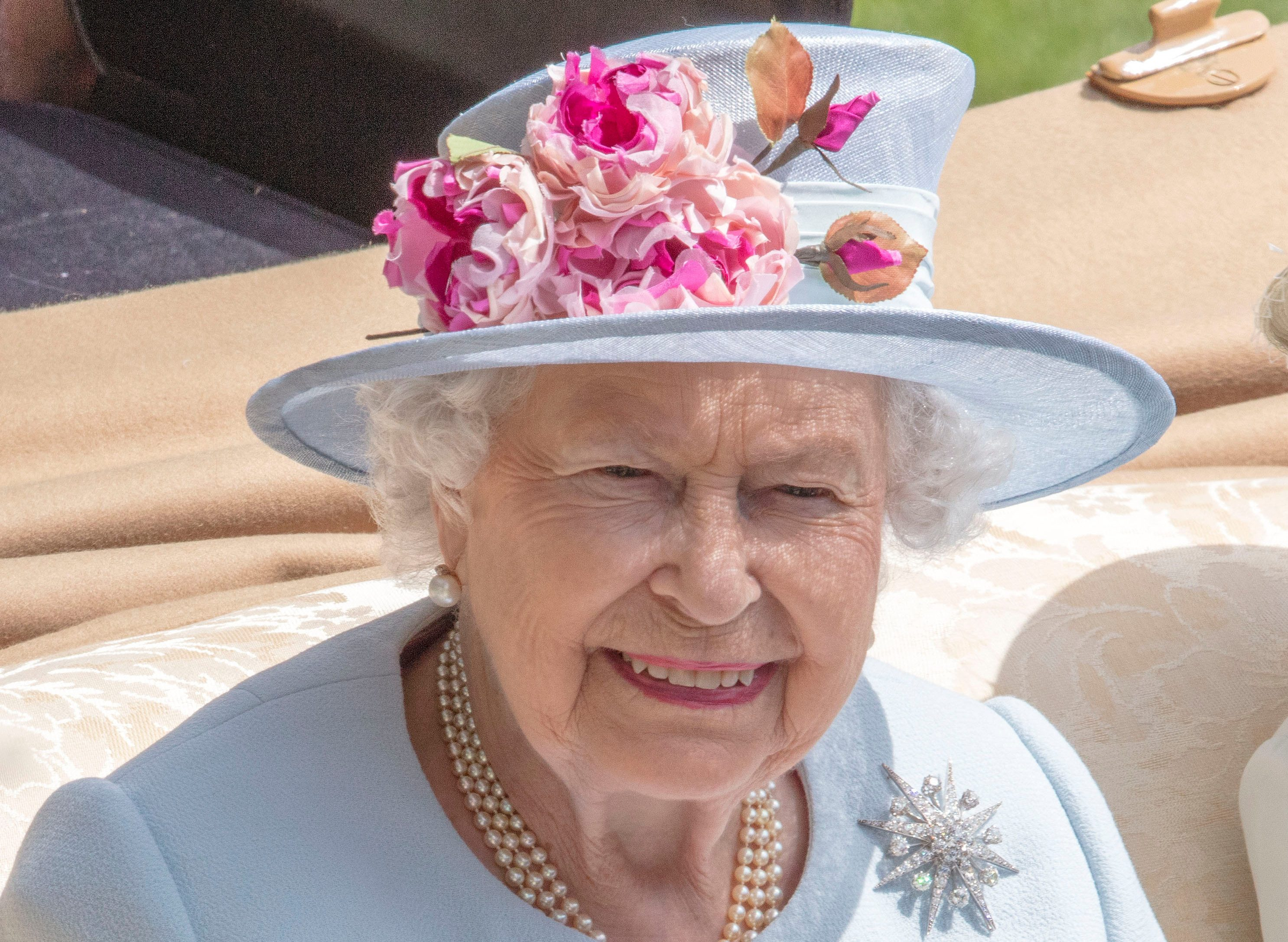 My How Time Flies Queen Elizabeth At 50 >> Why Queen Elizabeth Will Never Give Up The Throne Reader S