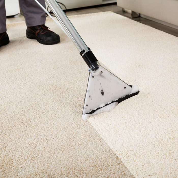 cleaner cleaning dirty carpet