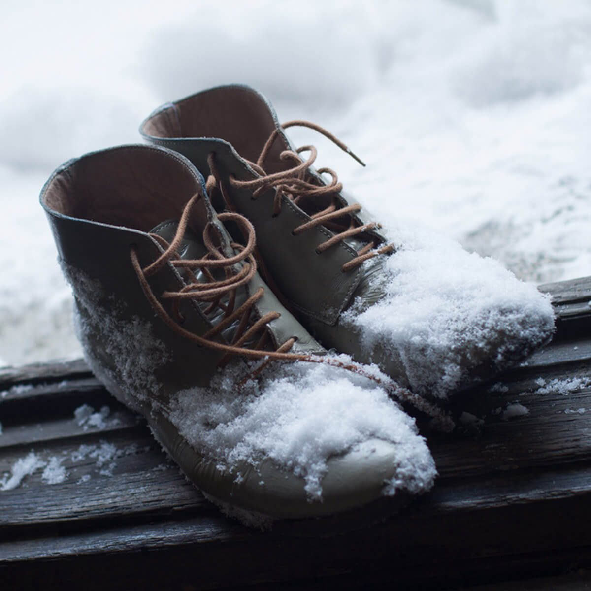 shutterstock_571822381 winter snow boots in entryway