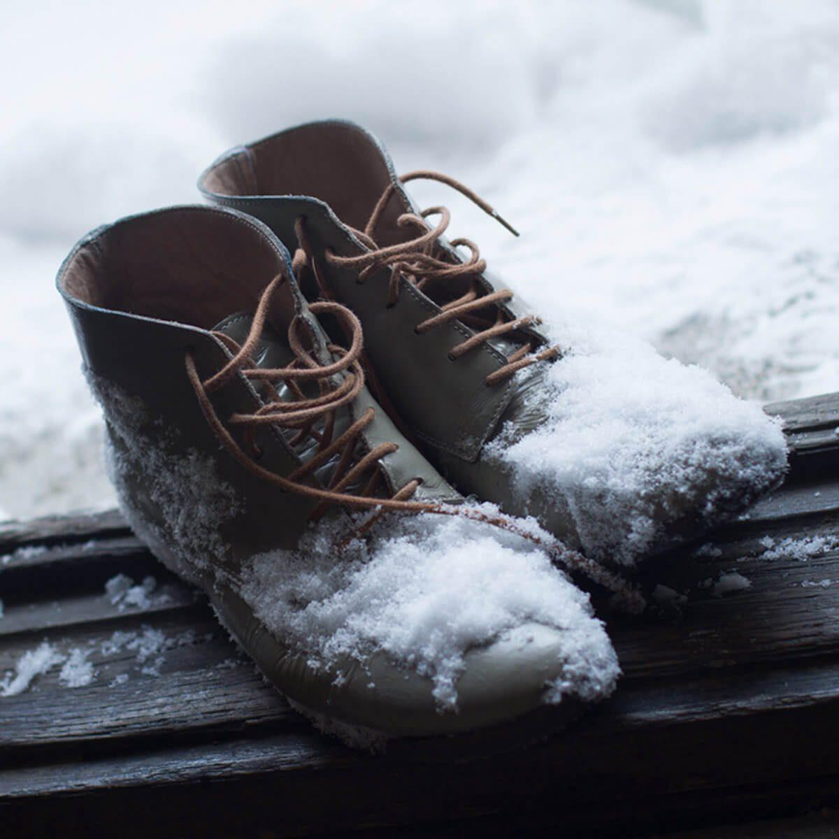 shutterstock_571822381 winter snow boots in entryway