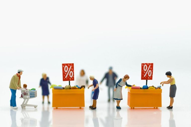 Miniature people : Shoppers with discount for shopping items using as shopping business concept.