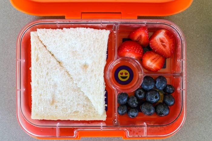 White vinegar uses lunchbox smell