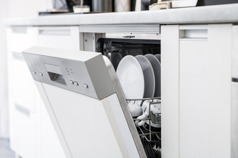 White vinegar uses dishwasher clean