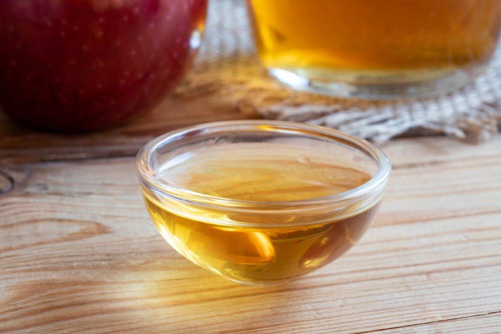 white vinegar uses trap fruit fly