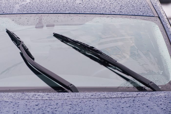 Using vinegar to clean windshield