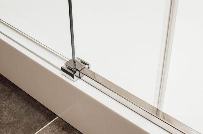 Using vinegar to clean door tracks