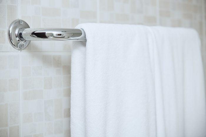 Using vinegar to clean towel drying rack bathroom fixtures