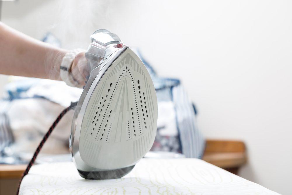 white vinegar to maintain iron