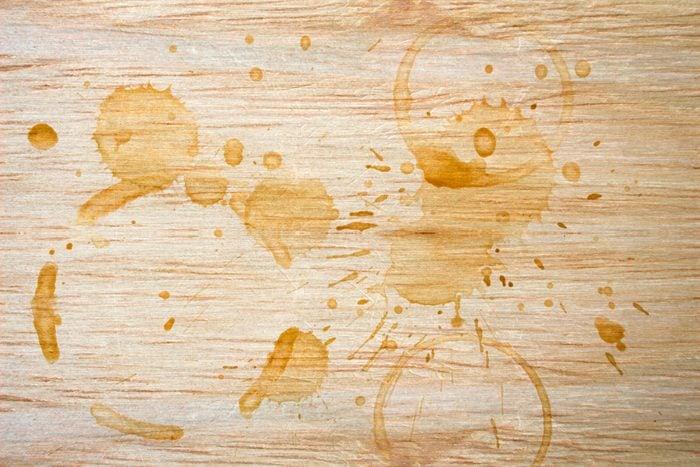 White vinegar uses coffee stains