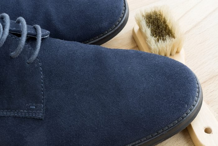 White vinegar for cleaning suede shoes