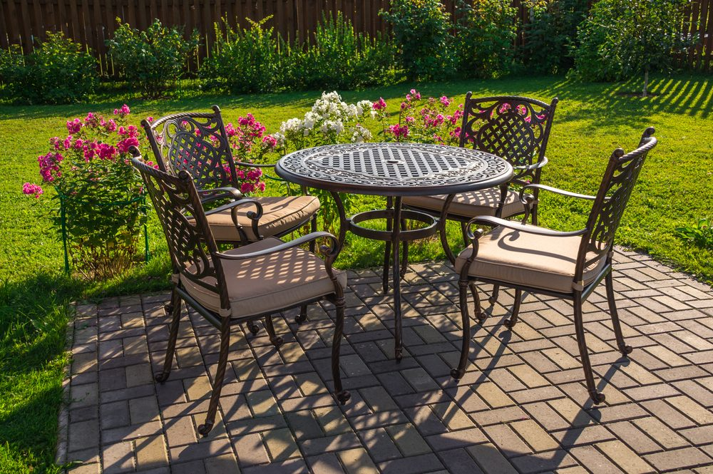 White vinegar for cleaning patio furniture