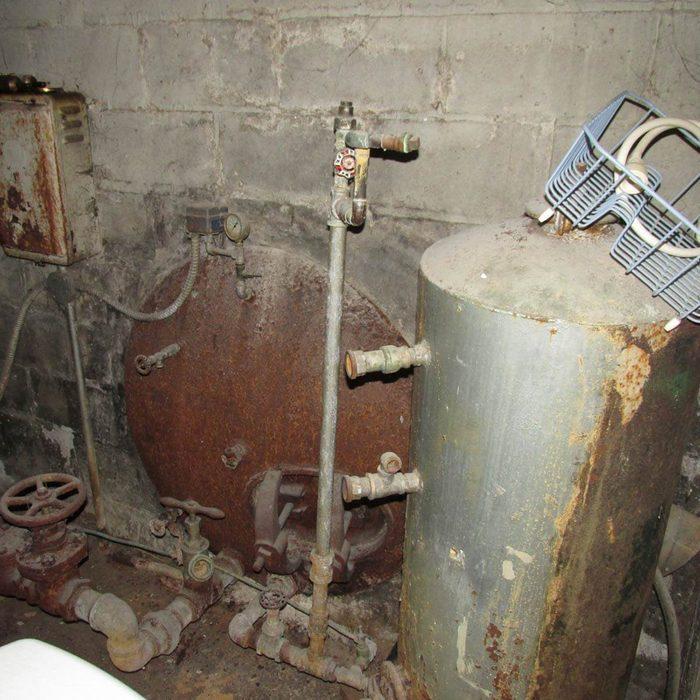 Huge-well-water-tank-in-wall