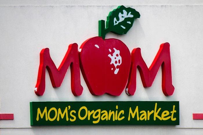 MOMs organic market
