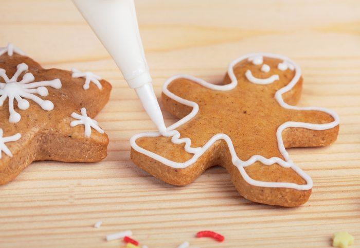 Decorating gingerbread cookies