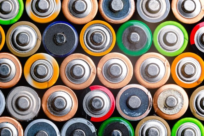 Why You Probably Shouldn't Buy Batteries From the Dollar Store
