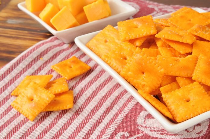Crackers in a snack dish with cubes of cheddar cheese