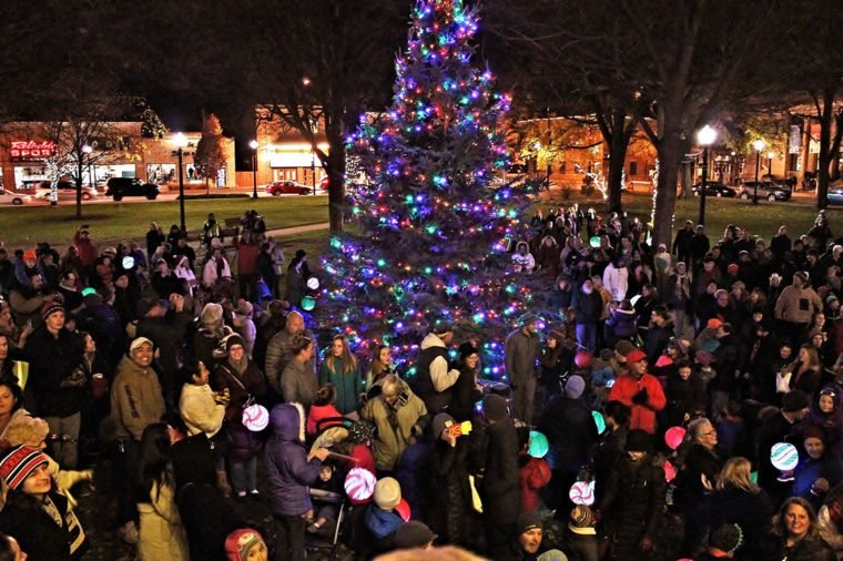 Best Small Towns For Christmas Lights Reader S Digest
