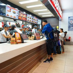 13 Polite Habits That Fast Food Employees Secretly Dislike