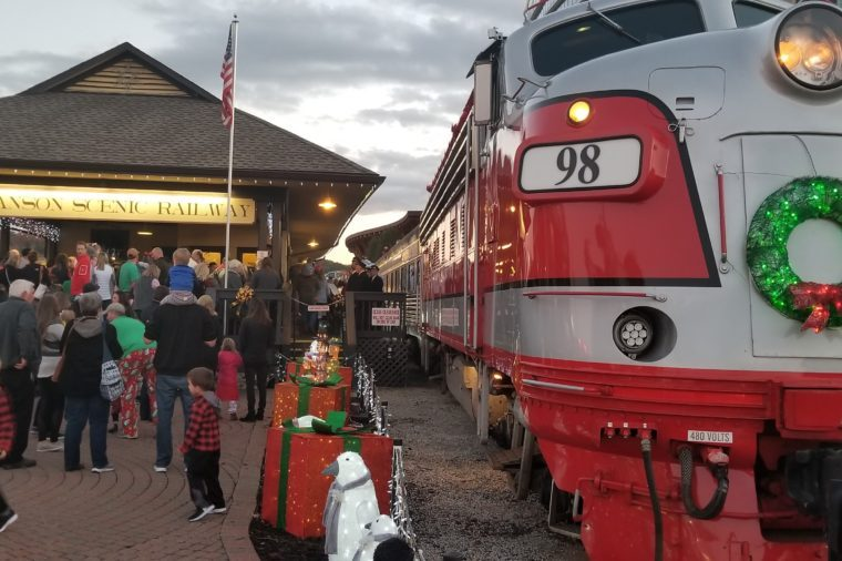 Christmas Train Ride.The Most Magical Christmas Train Rides In America Reader S