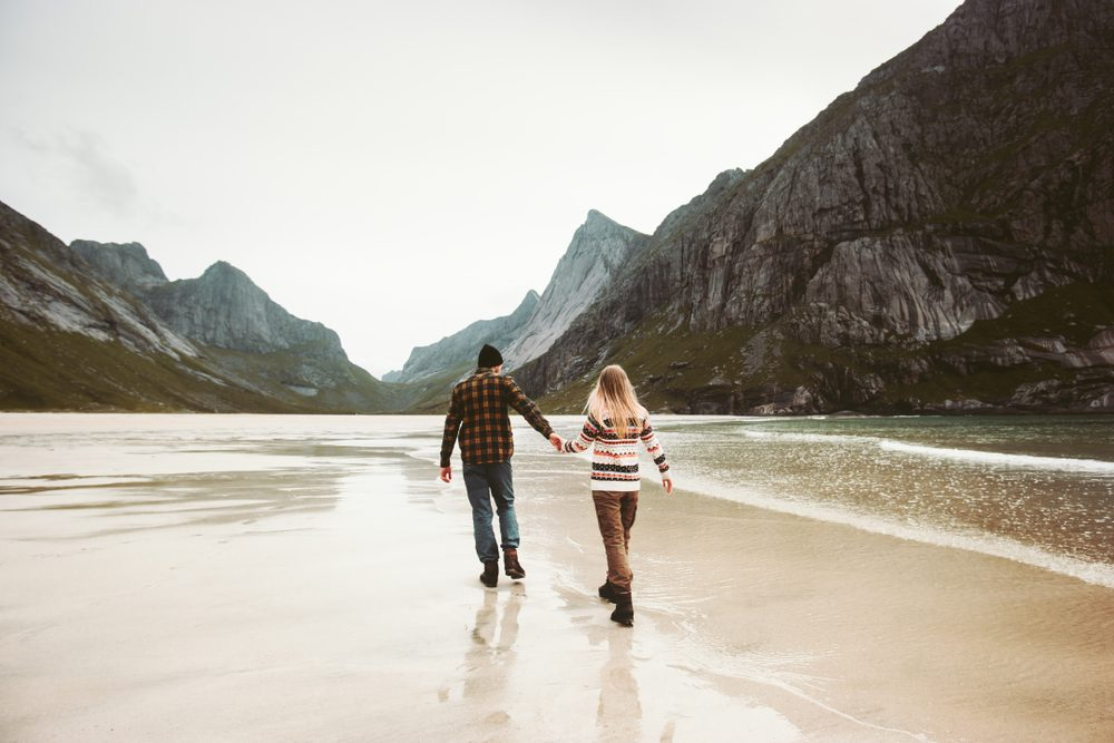romantic couple walking. Romantic ideas for her