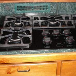 Backsplash-register Photo: Courtesy of Structure Tech Home Inspector Nightmares kitchen venting