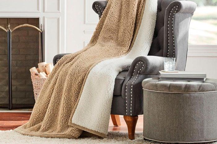 Lounge throw blanket