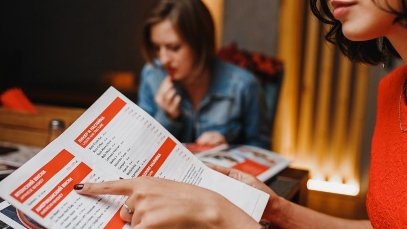 14 Red Flags Warning You're About to Eat at a Bad Restaurant