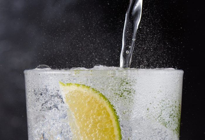 Gin and tonic closeup