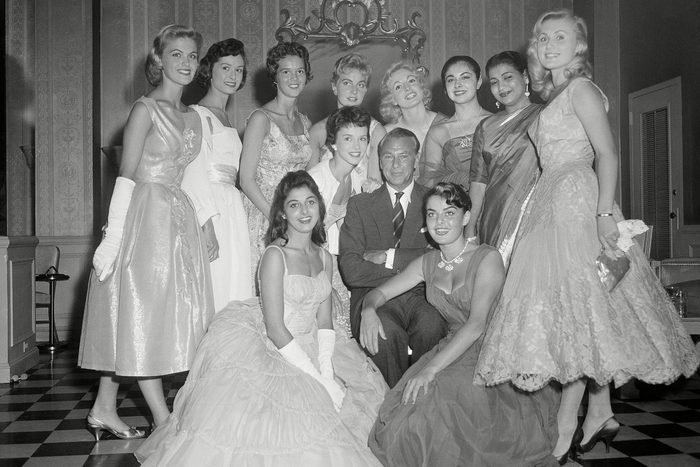 1957 Miss Universe photo op