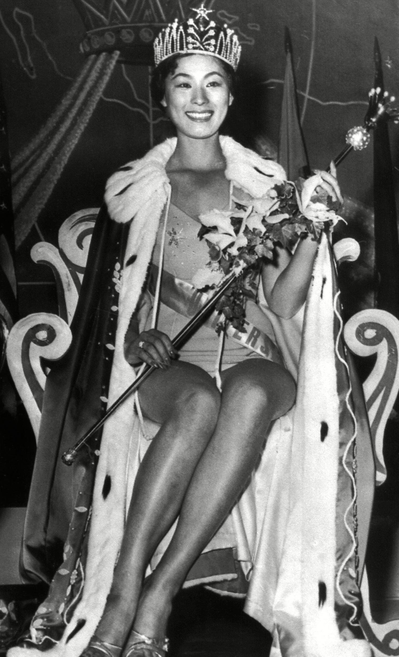 1959 Extravagant throne