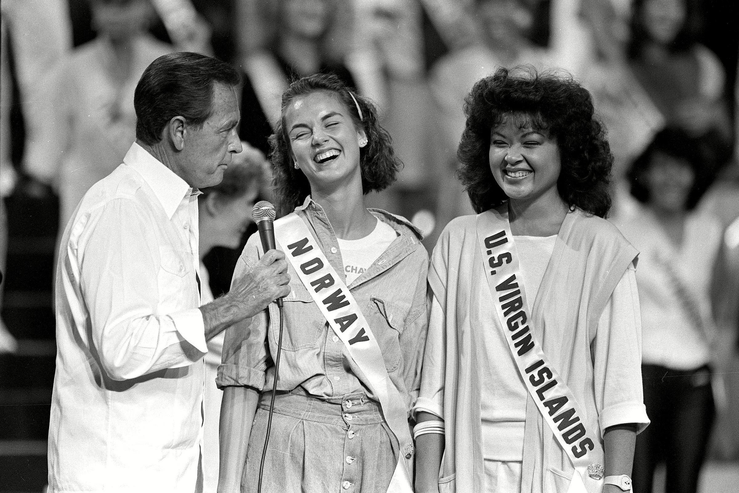 1985 host for Miss Universe pagaent, Bob Barker, tells a joke during rehersals.