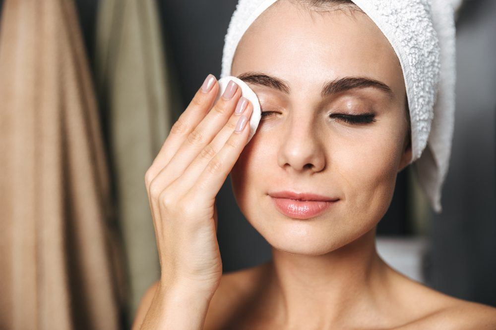 Glowing Skin: How Dermatologists Look Younger Overnight