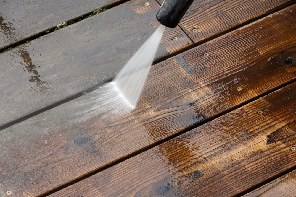 Wood deck floor cleaning with High Pressure Water Jet