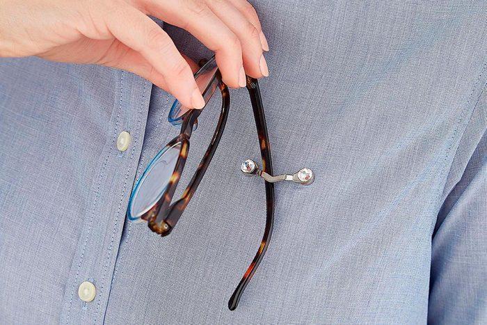 Magnet glasses holder
